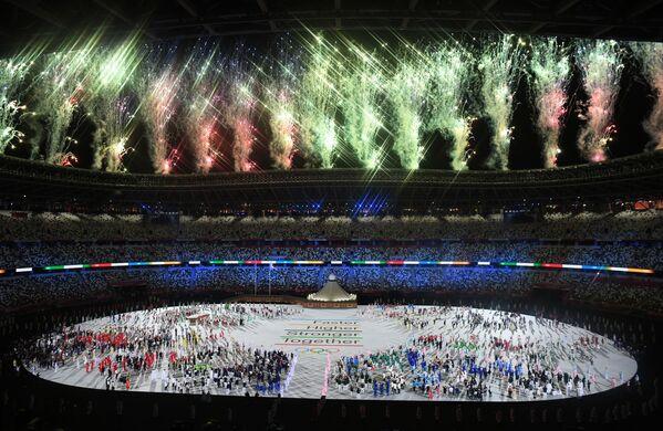 La sfilata degli atleti alla cerimonia di apertura dei Giochi Olimpici a Tokyo. - Sputnik Italia