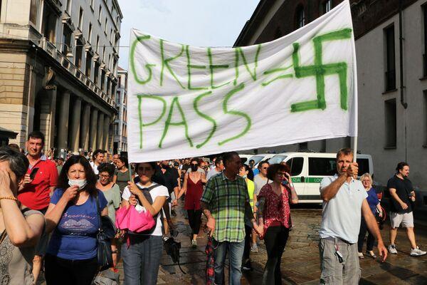 Manifestazione No green pass a Milano - Sputnik Italia