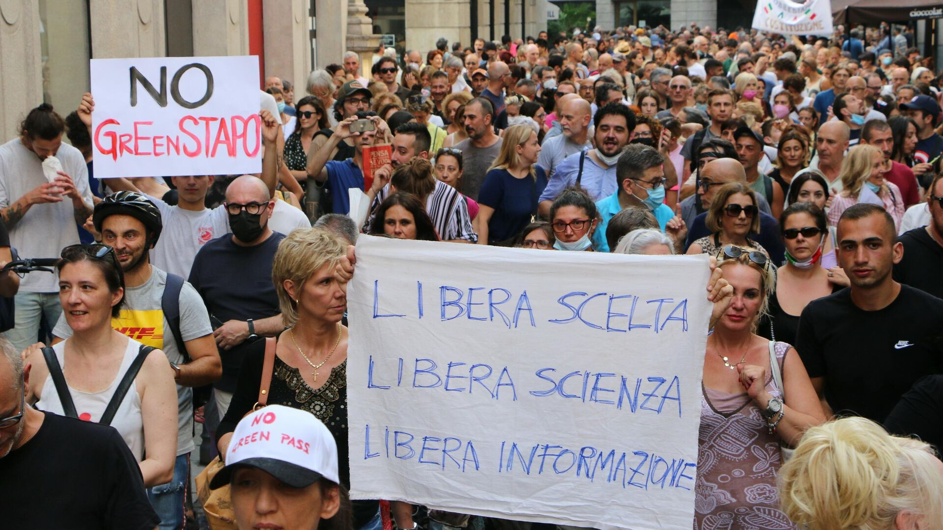 Manifestazione No green pass a Milano - Sputnik Italia, 1920, 25.07.2021