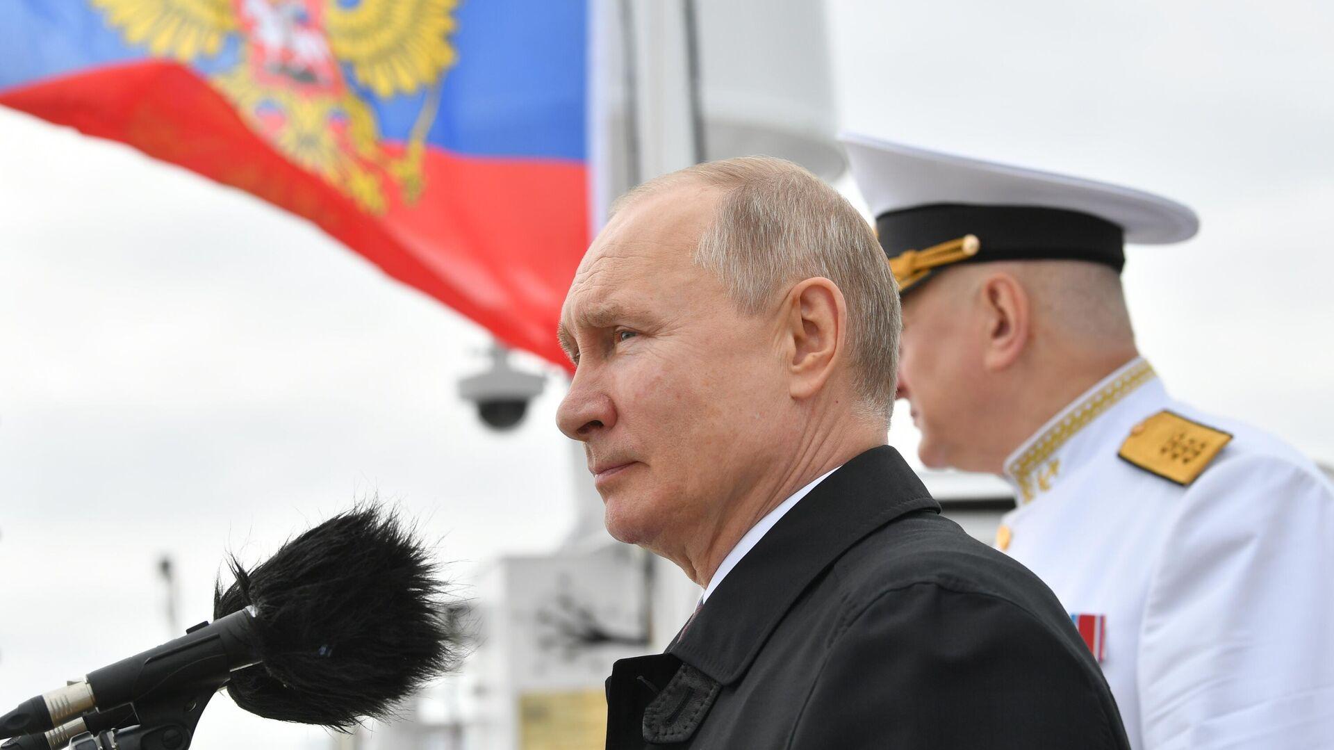 Putin partecipa alla parata navale per la Giornata della Marina russa - Sputnik Italia, 1920, 25.07.2021
