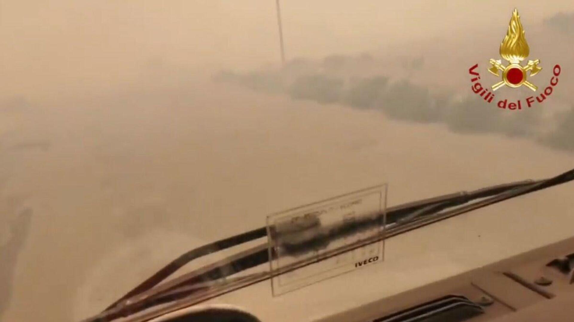 Sardegna, incendi nella provincia di Oristano: per governatore Solinas disastro senza precedenti - Sputnik Italia, 1920, 25.07.2021
