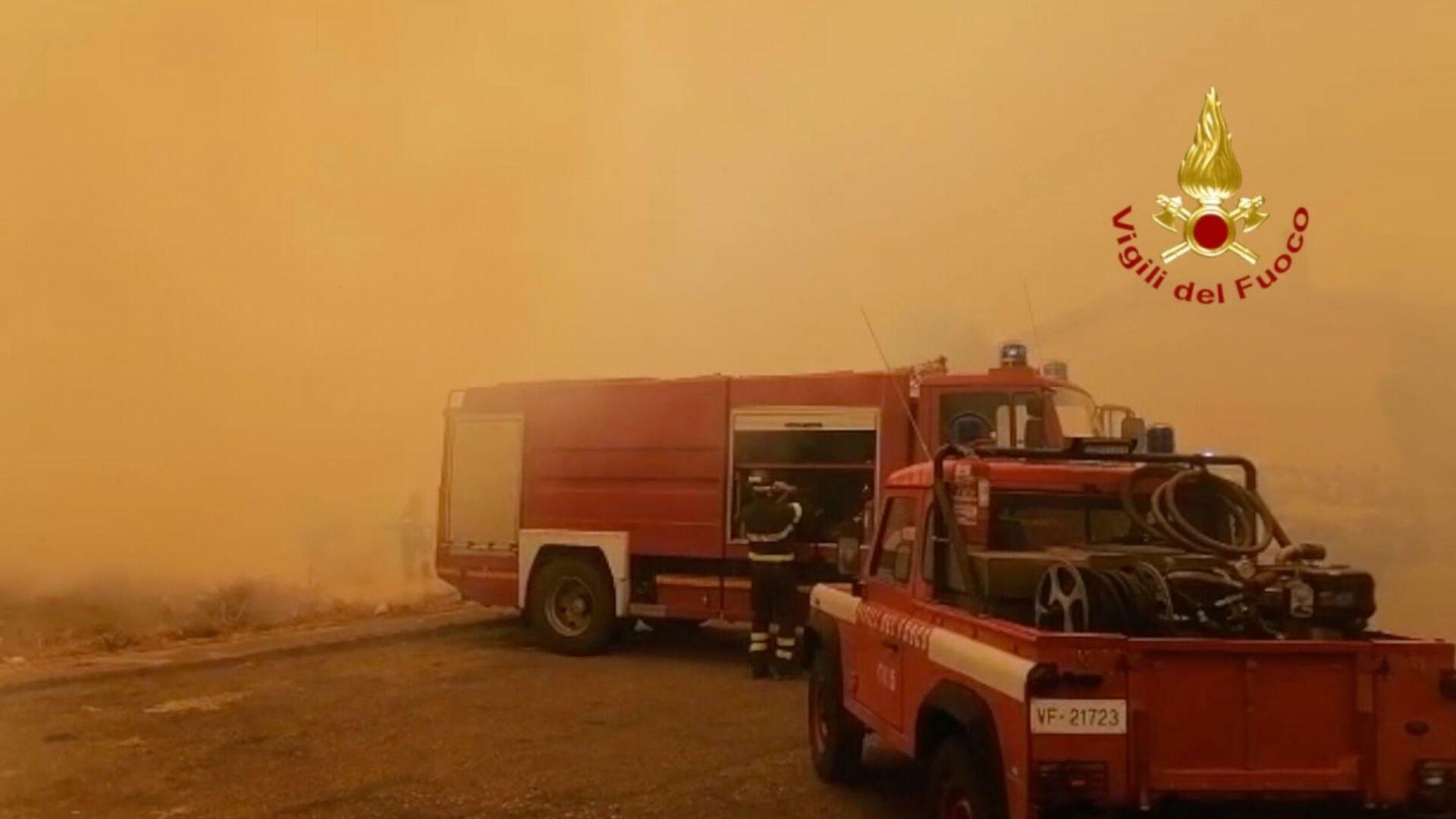 Emergenza incendi in Sardegna  - Sputnik Italia, 1920, 26.07.2021