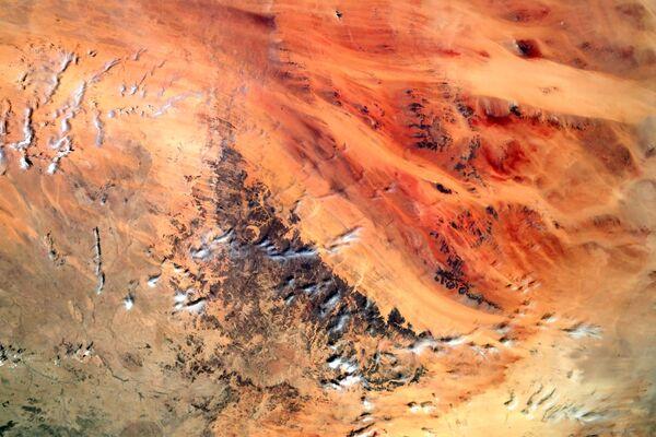 Il paesaggio rosso-arancio sembra stranamente simile alla superficie del Pianeta Rosso.  - Sputnik Italia