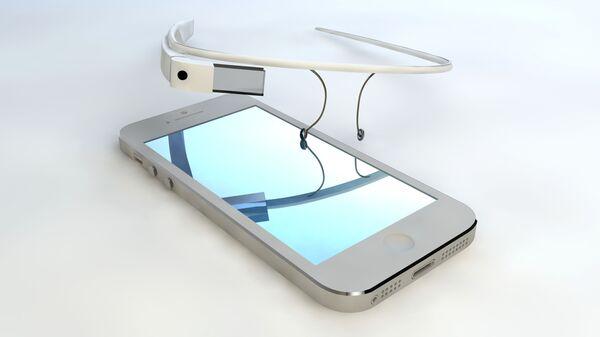 Смарт-очки и смартфон - Sputnik Italia