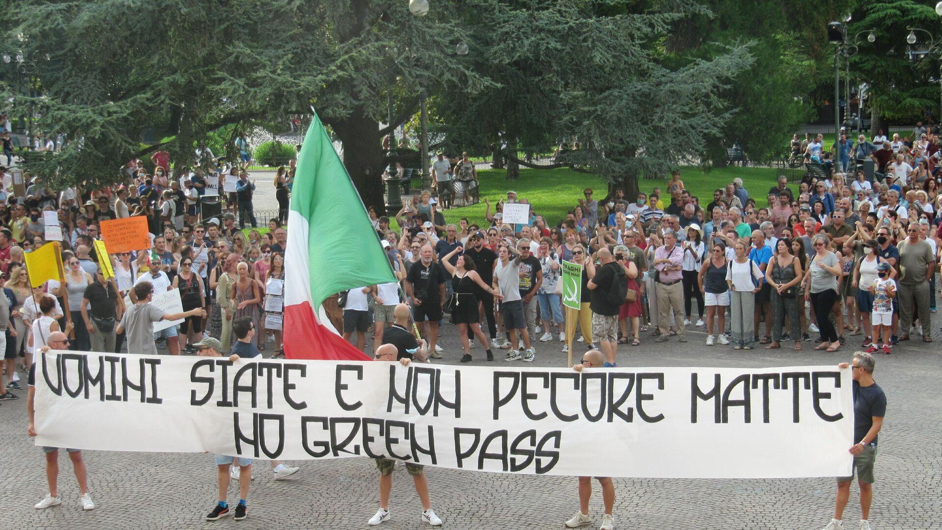 """A Verona manifestazione contro il Green Pass al grido di """"libertà"""" - Sputnik Italia, 1920, 01.08.2021"""