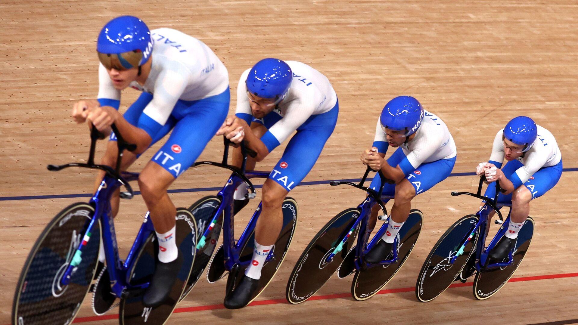 Simone Consonni, Filippo Ganna, Francesco Lamon e Jonathan Milan conquistano la medaglia d'oro nell'inseguimento maschile a squadre, Olimpiadi di Tokyo - Sputnik Italia, 1920, 04.08.2021