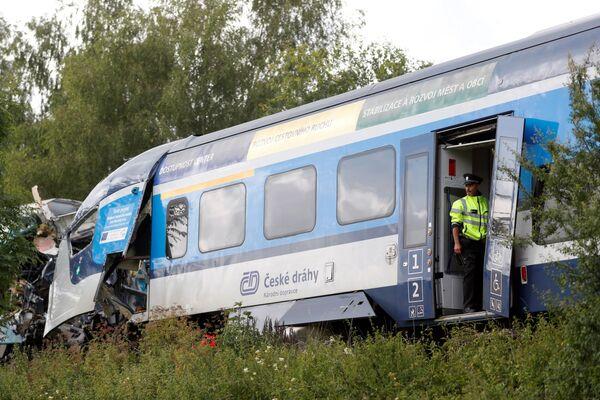 """""""Secondo prime indiscrezioni, il macchinista di uno dei due treni sarebbe passato con il rosso, e questo ha portato alla collisione con un altro treno"""", ha affermato il ministro Havlíček ai giornalisti. - Sputnik Italia"""