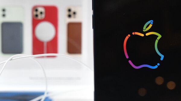 Заставки на экранах новых смартфонов компании Apple - Sputnik Italia