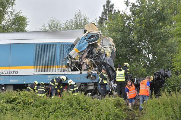 Un grave incidente è avvenuto il 4 agosto nei pressi del villaggio di Milavče, nell`ovest della Repubblica Ceca, dove si sono scontrati due treni passeggeri. Lo scontro ha causato tre morti e decine di feriti. - Sputnik Italia