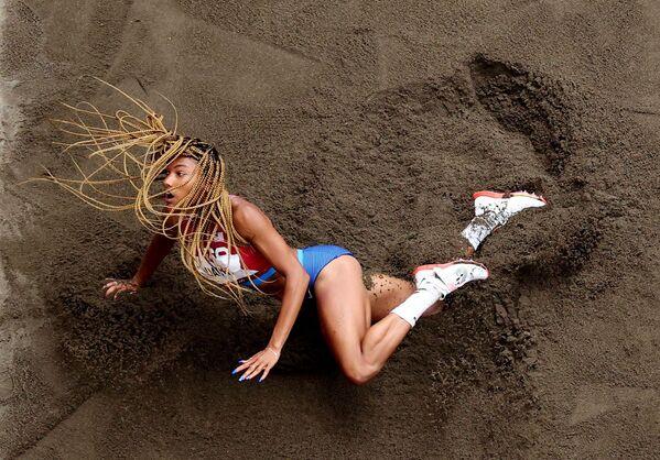 L`atleta statinitense Tara Davis durante la competizione di salto in lungo alle Olimpiadi di Tokyo.  - Sputnik Italia