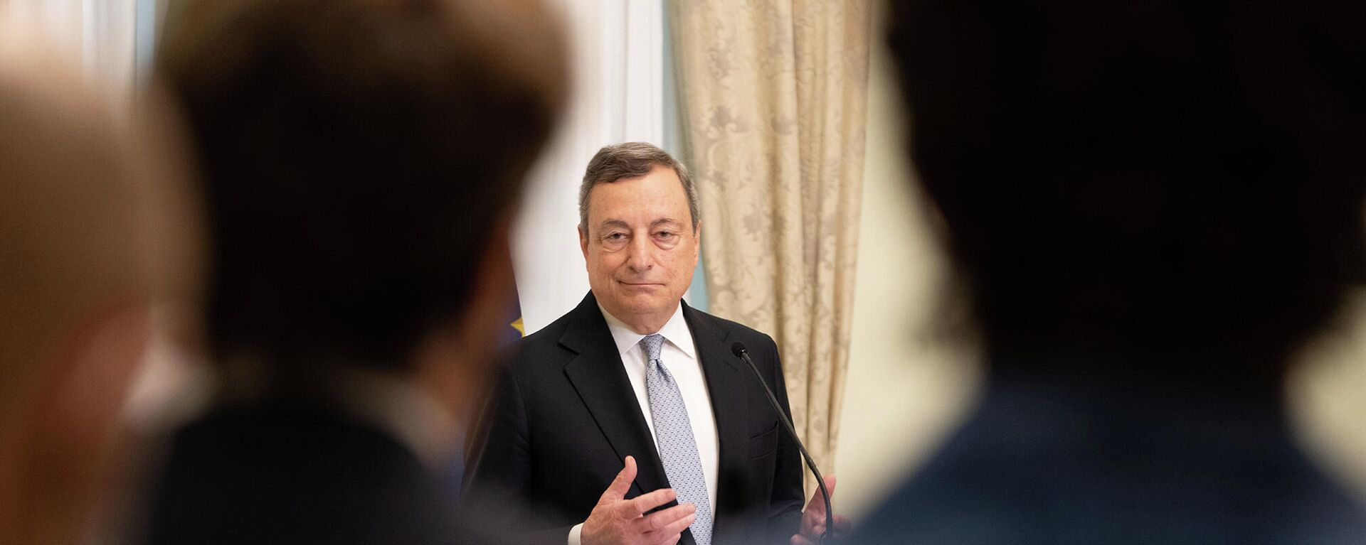 Il Premier Draghi incontra i giornalisti a Palazzo Chigi prima della pausa estiva - Sputnik Italia, 1920, 06.08.2021