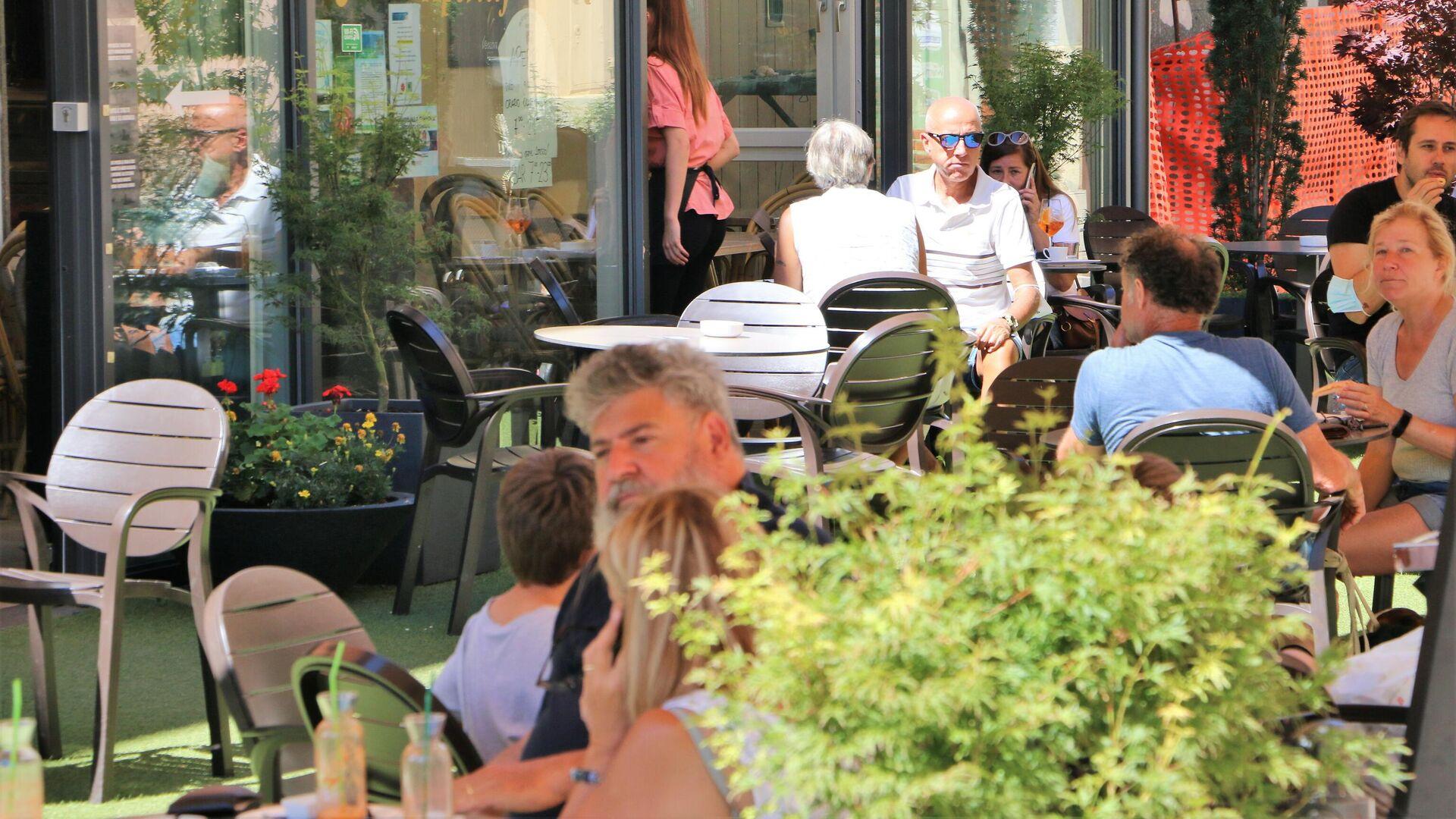 Al ristorante all'aperto il Green Pass non serve - Sputnik Italia, 1920, 23.08.2021