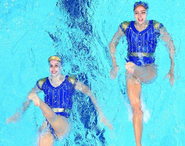 Le nuotatrici della squadra nazionale spagnola Alisa Ozhogina e Iris Tio Casas alle Olimpiadi di Tokyo. - Sputnik Italia