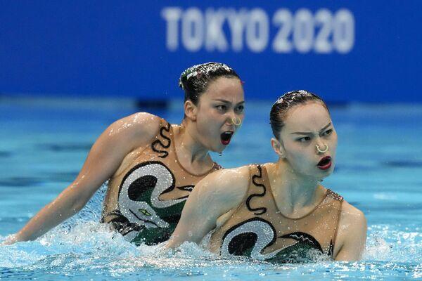 Le atlete cinesi di nuoto sincronizzato Huang Xuechen e Sun Wenyan alle Olimpiadi di Tokyo. - Sputnik Italia