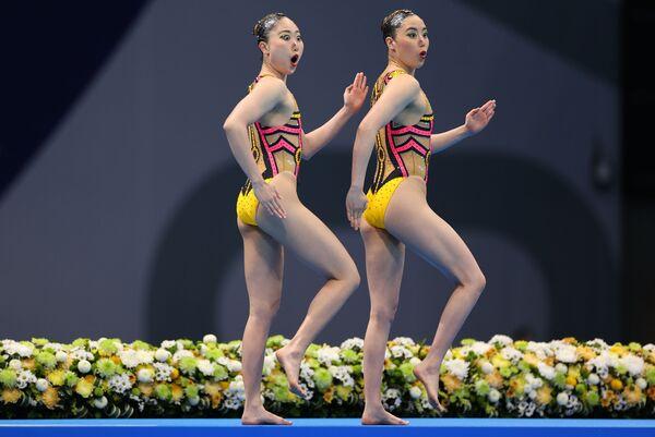 Le nuotatrici giapponesi di nuoto sincronizzato Yukiko Inui e Megumu Yoshida ai Giochi Olimpici a Tokyo. - Sputnik Italia