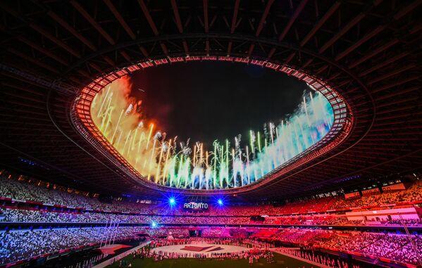 Fuochi d'artificio durante la cerimonia di chiusura dei XXXII Giochi Olimpici Estivi di Tokyo, allo Stadio Olimpico Nazionale, in Giappone. - Sputnik Italia