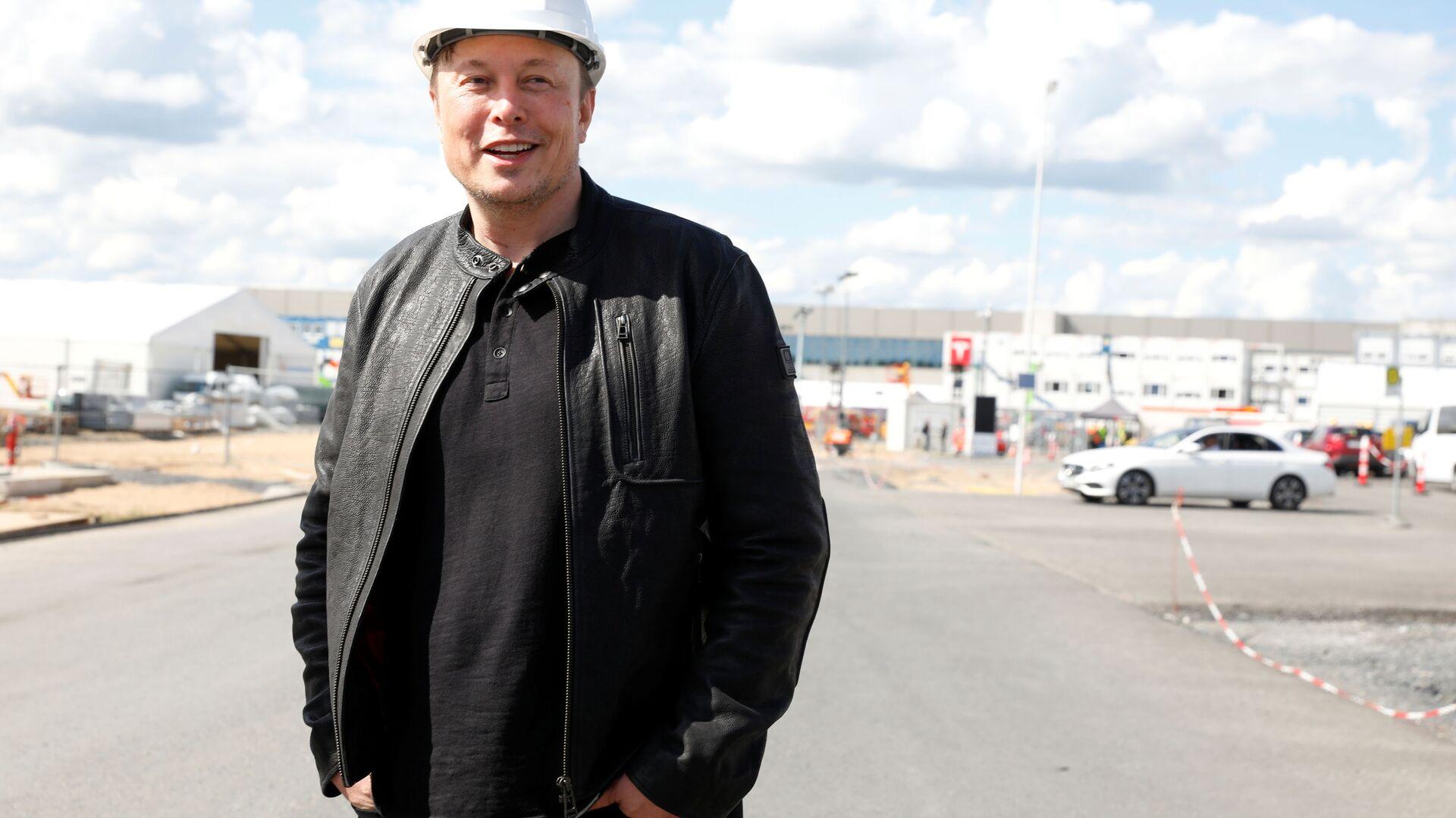 Il CEO di Tesla Elon Musk alla fabbrica Tesla Gigafactory 4, in Germania - Sputnik Italia, 1920, 13.08.2021