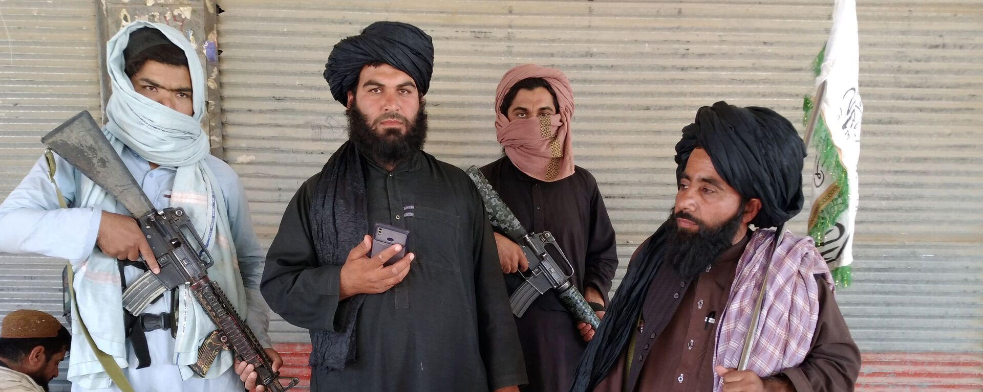 Combattenti talebani (organizzazione terroristica vietata in Russia) pattugliano le strade della città di Farah, la capitale della provincia di Farah, a sud-ovest di Kabul, in Afghanistan - Sputnik Italia, 1920, 16.08.2021