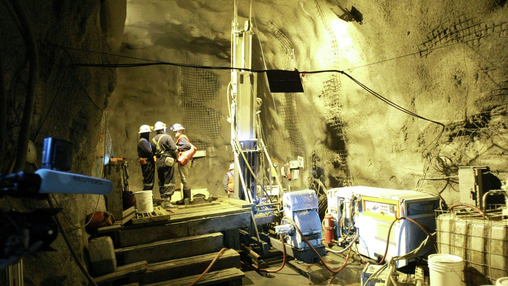 Lavoratori in una miniera - Sputnik Italia, 1920, 14.08.2021