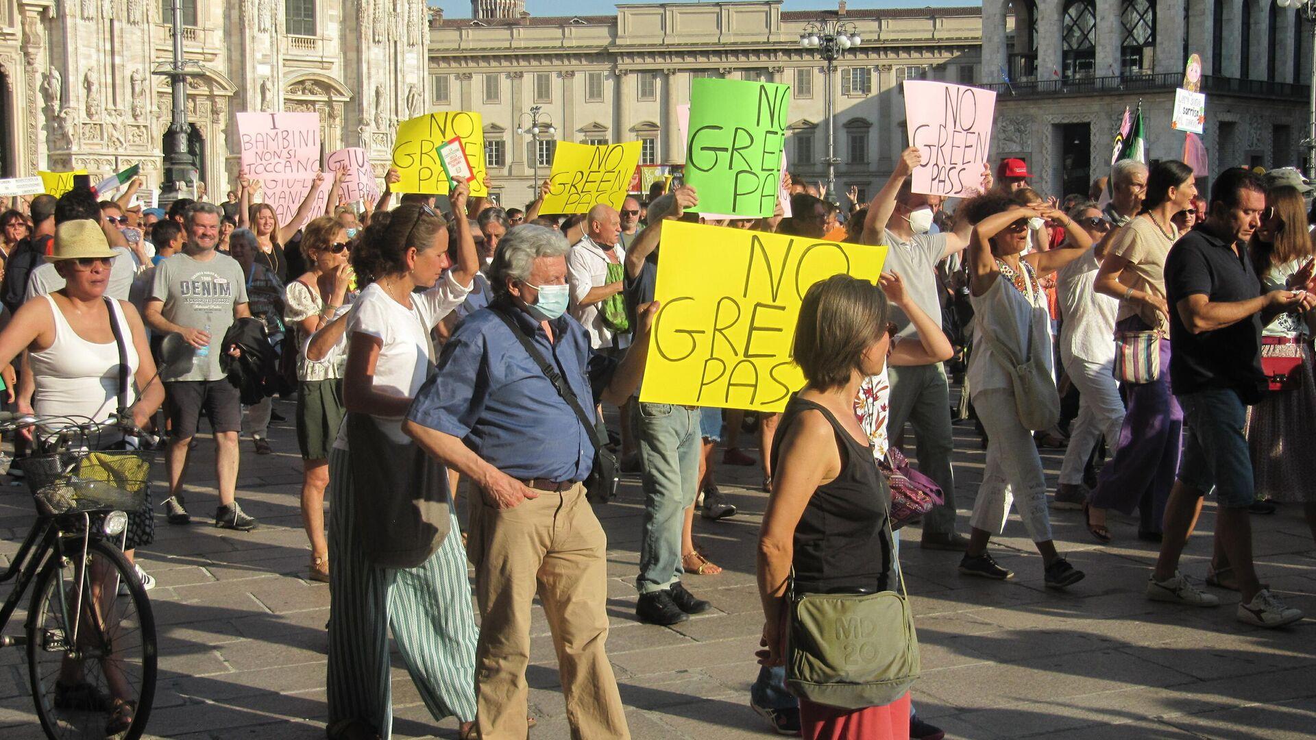 Manifestazione no Green pass a Milano  - Sputnik Italia, 1920, 15.08.2021