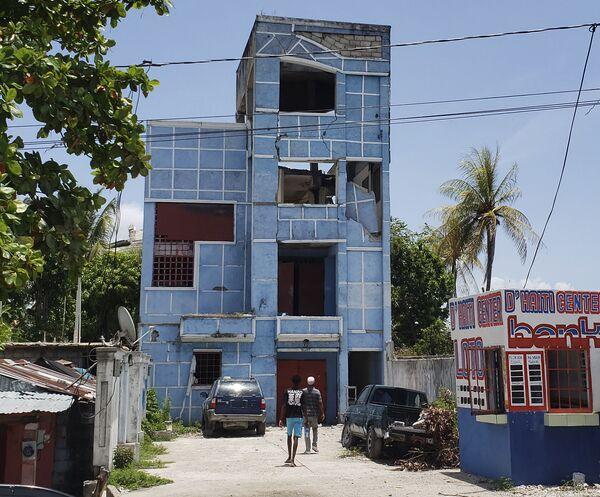 Un edificio sventrato dopo il terremoto. - Sputnik Italia