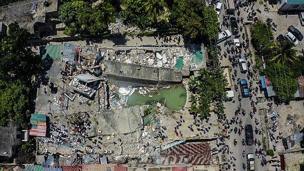 Разрушенный отель после землетрясения на Гаити  - Sputnik Italia