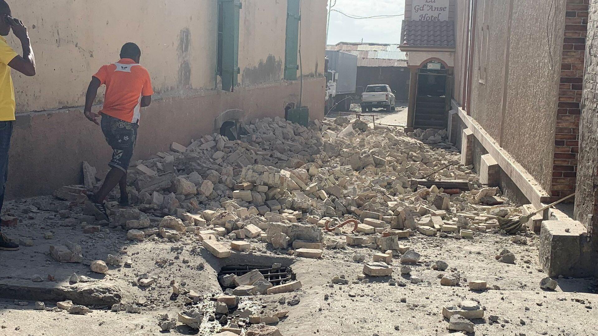 Разрушения после землетрясения на Гаити - Sputnik Italia, 1920, 16.08.2021