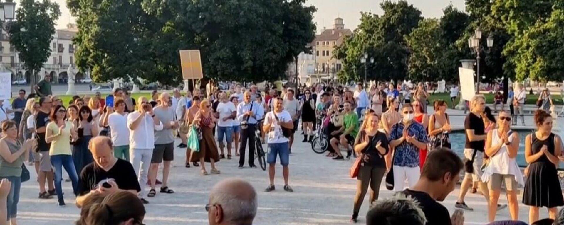 Proteste contro il green pass: corteo nel centro di Padova - Sputnik Italia, 1920, 15.08.2021