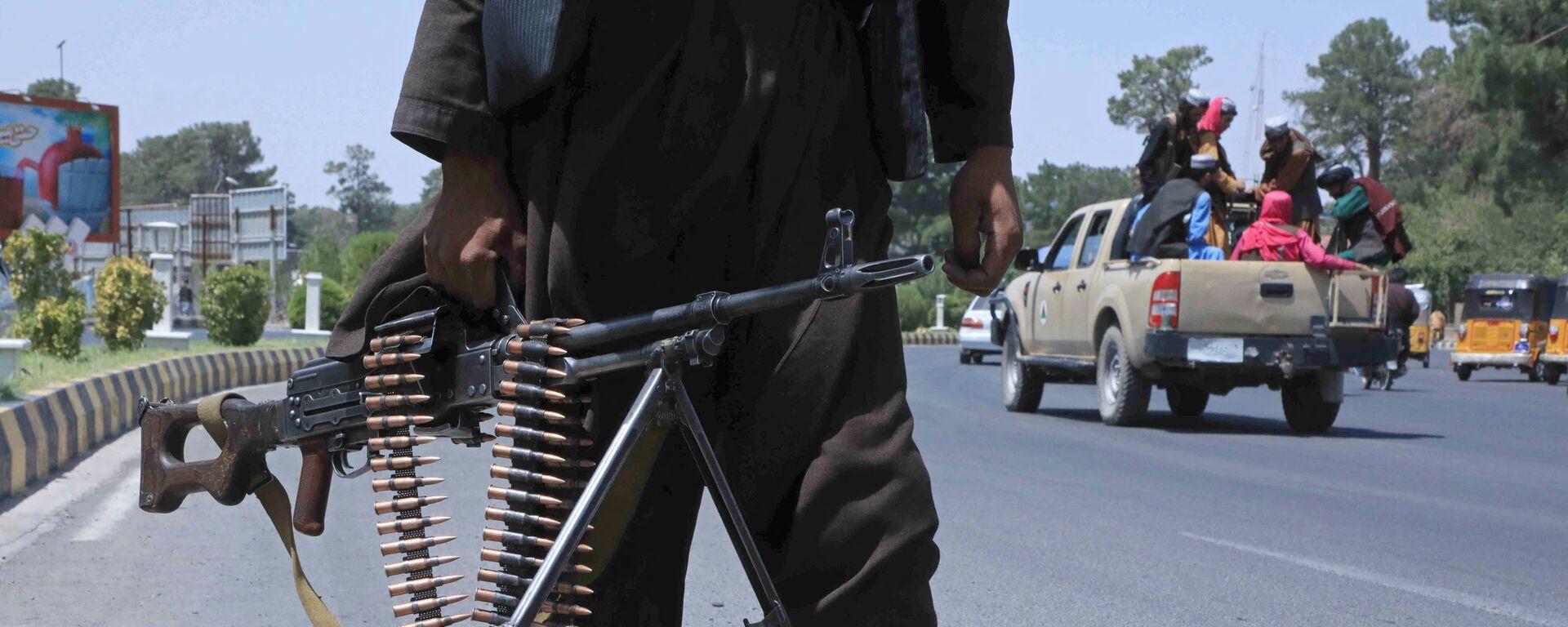 Боевик Талибана* на улице в афганском городе Герат - Sputnik Italia, 1920, 16.08.2021