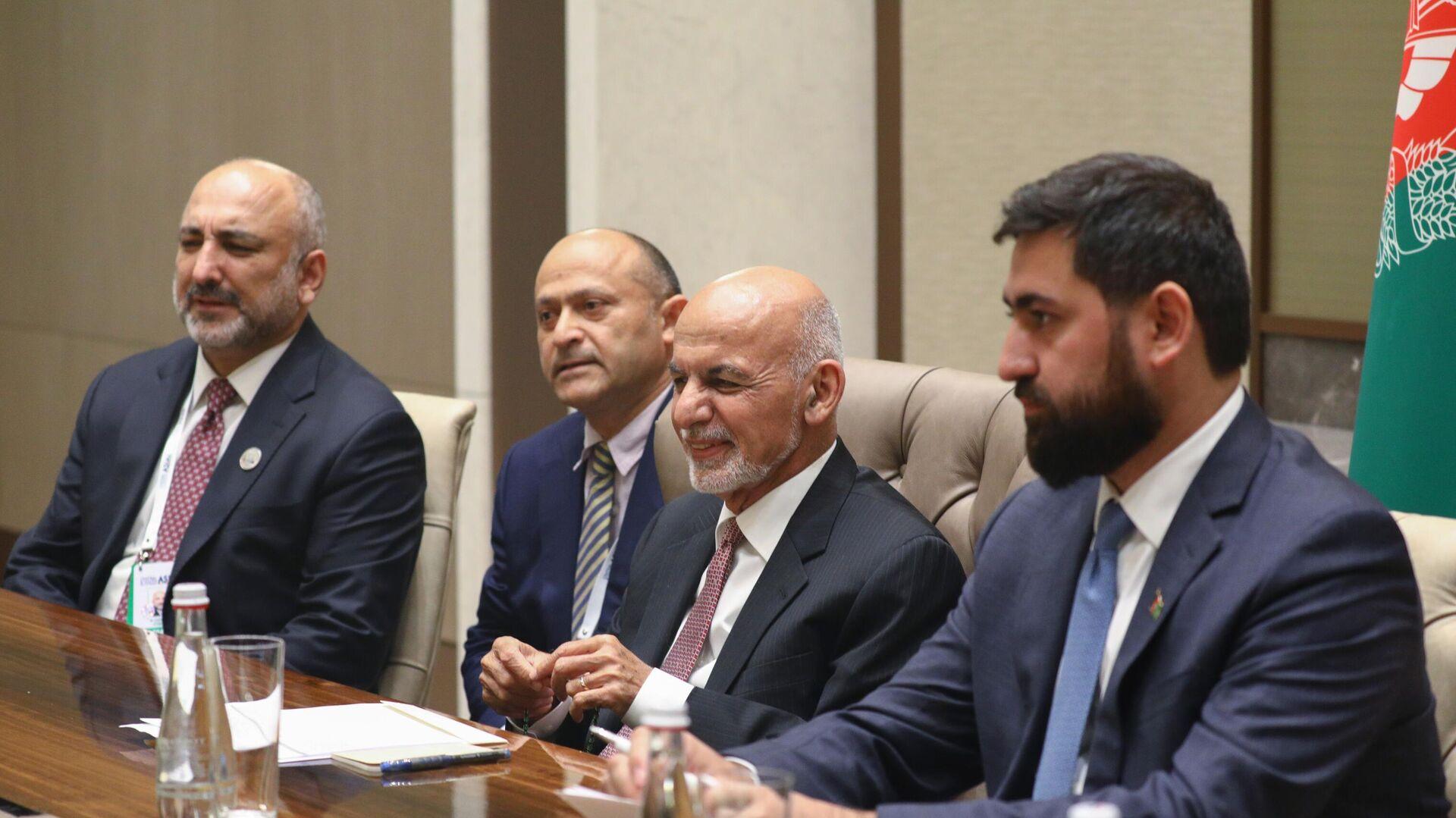 Ashraf Ghani il 16 luglio durante un incontro bilaterale col ministro degli esteri russo Lavrov - Sputnik Italia, 1920, 16.08.2021