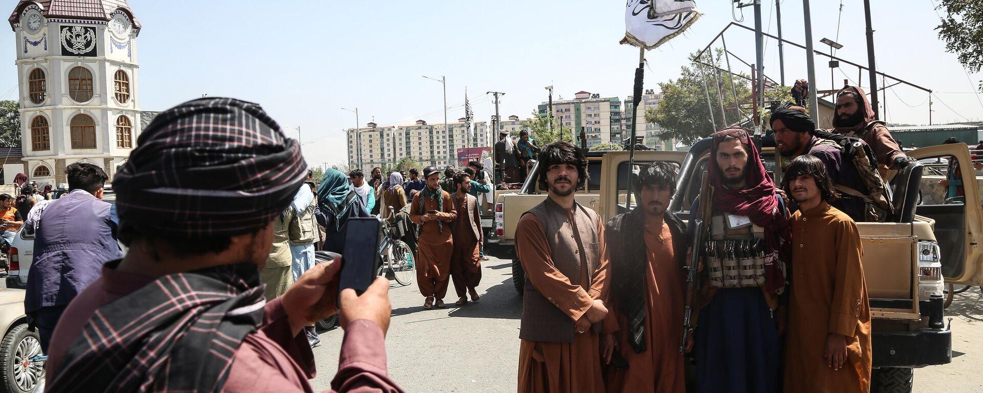 Combattenti talebani* (organizzazione terroristica bandita in Russia ed in altri paesi) a Kabul - Sputnik Italia, 1920, 07.09.2021