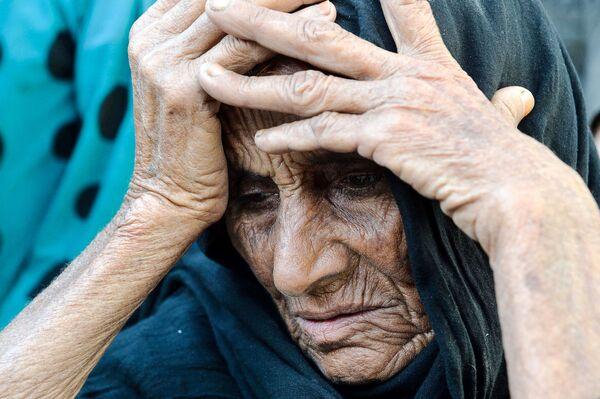 In questa fotografia scattata il 22 aprile 2019, la donna afgana Niaz Bibi, 70 anni, parla dei suoi figli uccisi dai militanti dello Stato islamico (IS, organizzazione terroristica vietata in Russia e molti altri Paesi)) nel distretto di Kot, nella provincia di Nangarhar, in Afghanistan. - Sputnik Italia