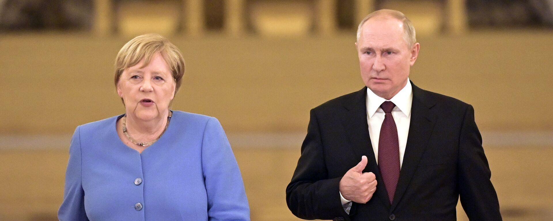 Angela Merkel e Vladimir Putin - Sputnik Italia, 1920, 20.08.2021