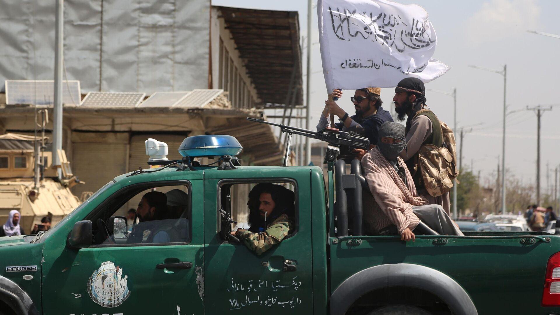 Afghanistan, Talebani a bordo di un veicolo della polizia - Sputnik Italia, 1920, 05.09.2021