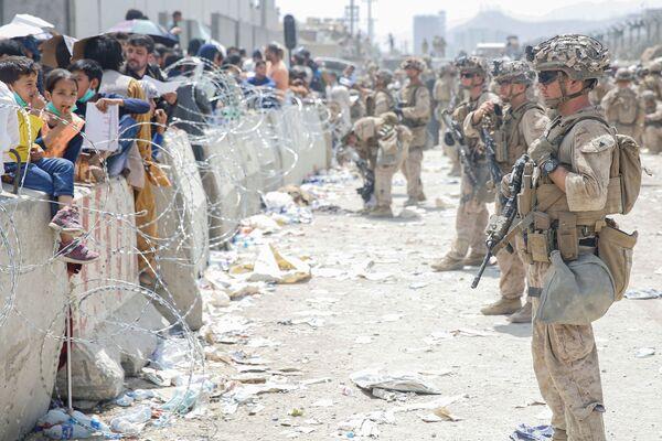 Da giorni c'è alta tensione nei pressi dell'aeroporto internazionale di Kabul, tramite il quale sempre più persone cercano di fuggire dal paese in seguito alla presa di potere dei talebani. - Sputnik Italia
