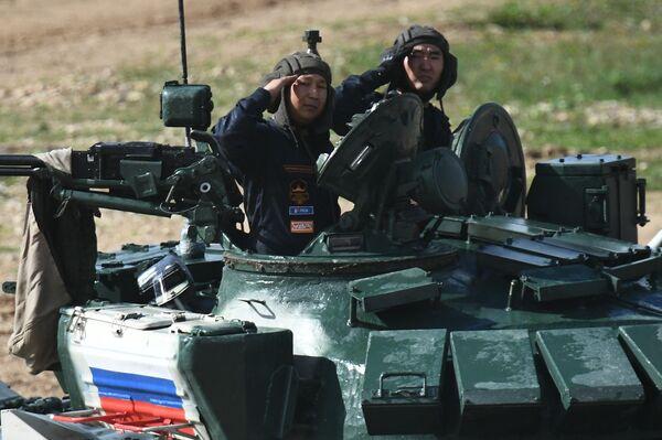 L'obiettivo dei Giochi è aumentare la prontezza al combattimento e le capacità professionali di soldati e ufficiali di vari rami delle forze armate e armi da combattimento, nonché piccole unità militari al livello tattico più basso: squadre, equipaggi. - Sputnik Italia