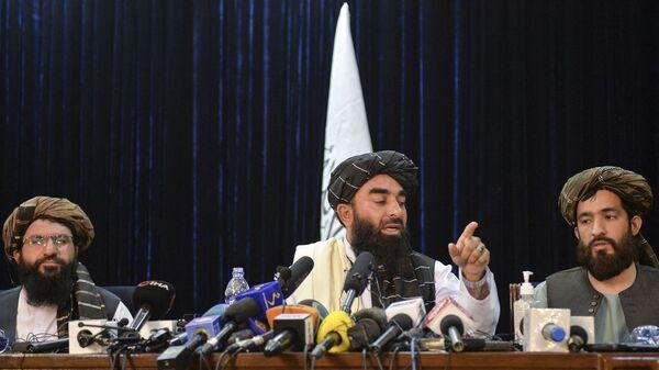Представитель Талибана Забихулла Муджахид на пресс-конференции в Кабуле, Афганистан  - Sputnik Italia