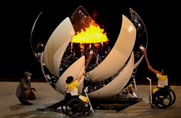 L'accensione della fiamma ha poi messo fine alla cerimonia e dato, di fatto, il via alla competizione. - Sputnik Italia