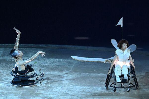 """""""È stato bellissimo e superemozionante portare il tricolore alla cerimonia d'apertura delle Paralimpiadi, con Federico a un certo punto ci si è incastrata la bandiera e ci abbiamo messo due ore per riuscire a sventolarla bene. Bello tutto, siamo molto onorati di aver avuto questo ruolo. Speriamo di aver rappresentato l'Italia nel migliore dei modi"""", le parole di Bebe. - Sputnik Italia"""