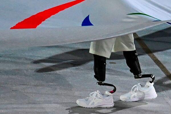 La prima delegazione a fare il suo ingresso allo stadio Olimpico è stata quella degli atleti rifugiati. - Sputnik Italia