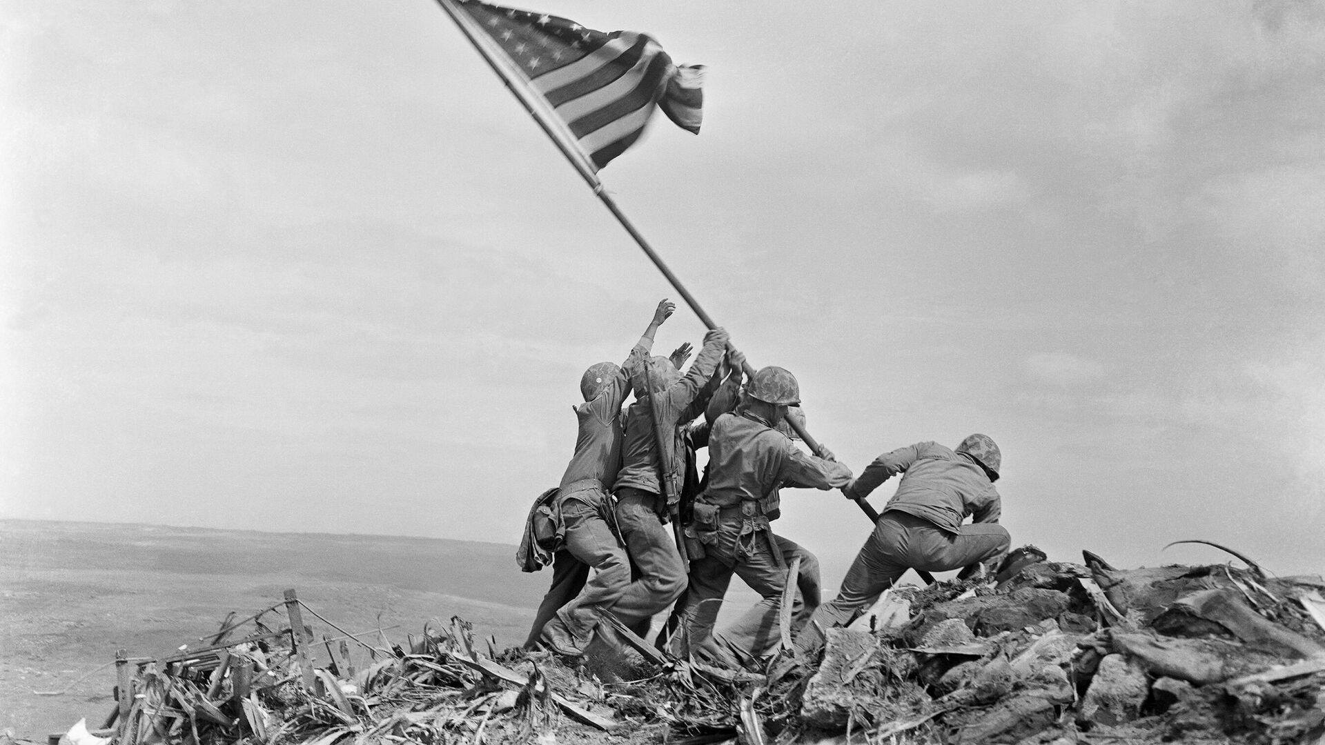 L'innalzamento della bandiera americana a Iwo Jima - Sputnik Italia, 1920, 26.08.2021
