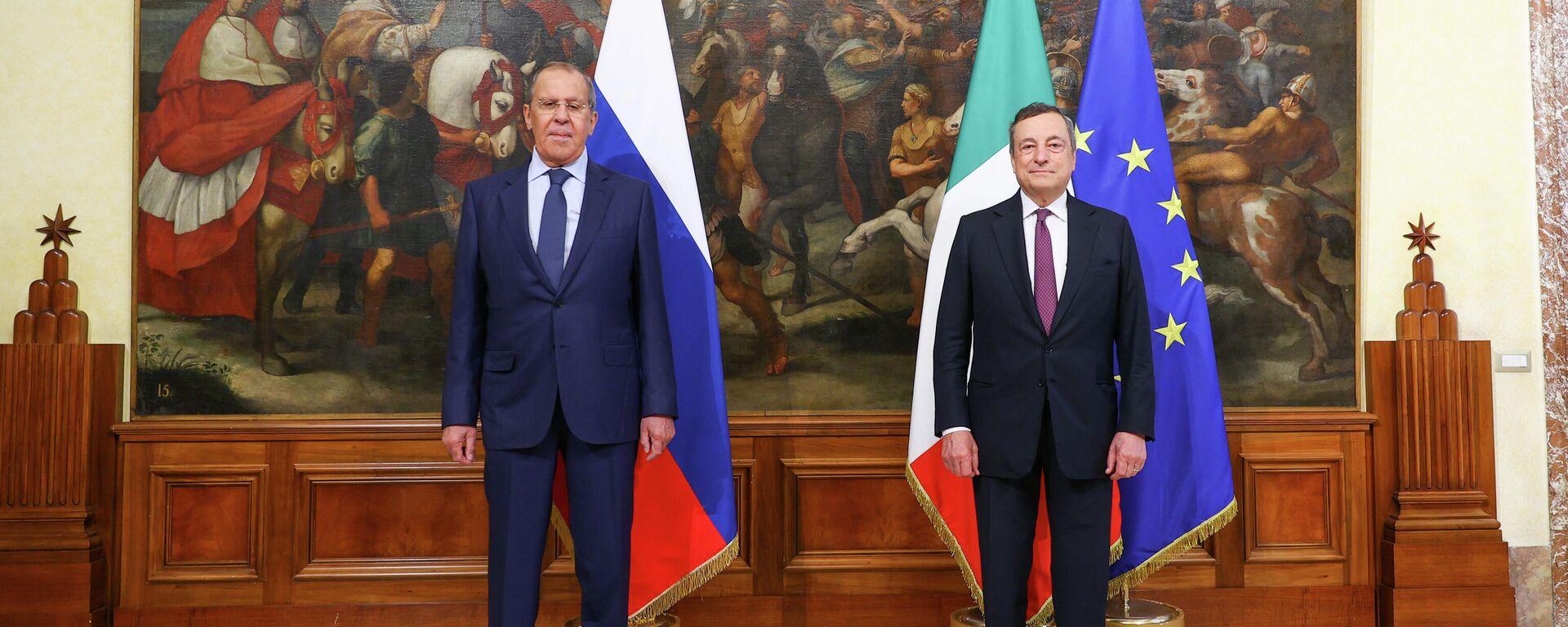 Il premier italiano Mario Draghi riceve a Palazzo Chigi il Ministro degli Affari Esteri russo Sergey Lavrov - Sputnik Italia, 1920, 27.08.2021