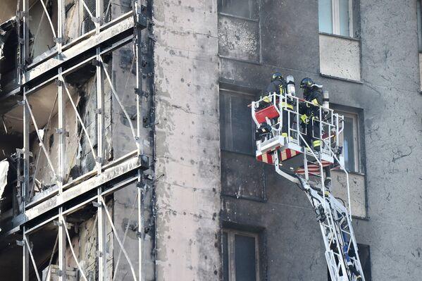 Sul posto sono accorse numerose squadre dei Vigili del Fuoco, del 118 e delle Forze dell'ordine ma la violenza del rogo ha devastato l'edificio. - Sputnik Italia