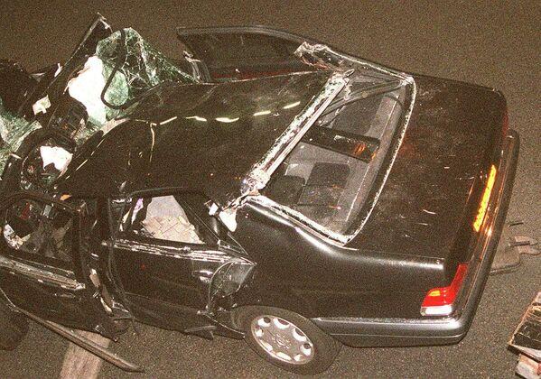Nello schianto, Dodi Al-Fayed e l'autista Henri Paul morirono sul colpo. Trevor Rees-Jones, guardia del corpo di Dodi, seduto sul sedile anteriore e unico ad indossare la cintura di sicurezza, rimase gravemente ferito, ma sopravvisse. - Sputnik Italia