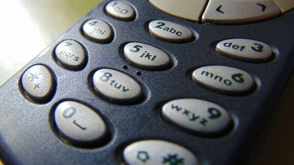 Синий телефон Nokia 3310 крупным планом - Sputnik Italia