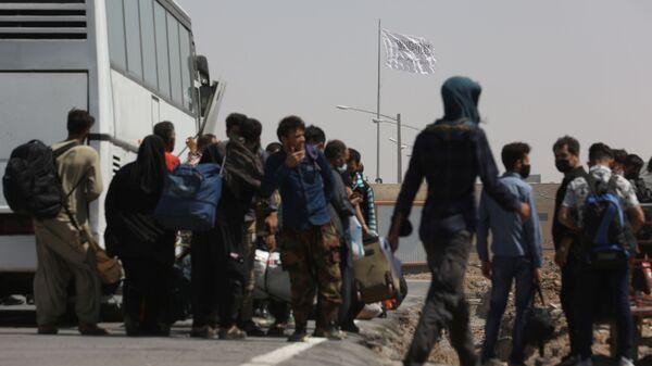 Люди на границе Ирана и Афганистана  - Sputnik Italia
