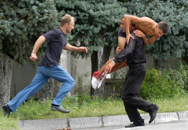 Un gruppo di oltre 30 terroristi, in prevalenza ceceni, occuparono tutto l'edificio e presero in ostaggio i circa mille bambini, insegnanti e genitori che si trovavano nei locali della scuola per l'inaugurazione dell'anno scolastico. - Sputnik Italia