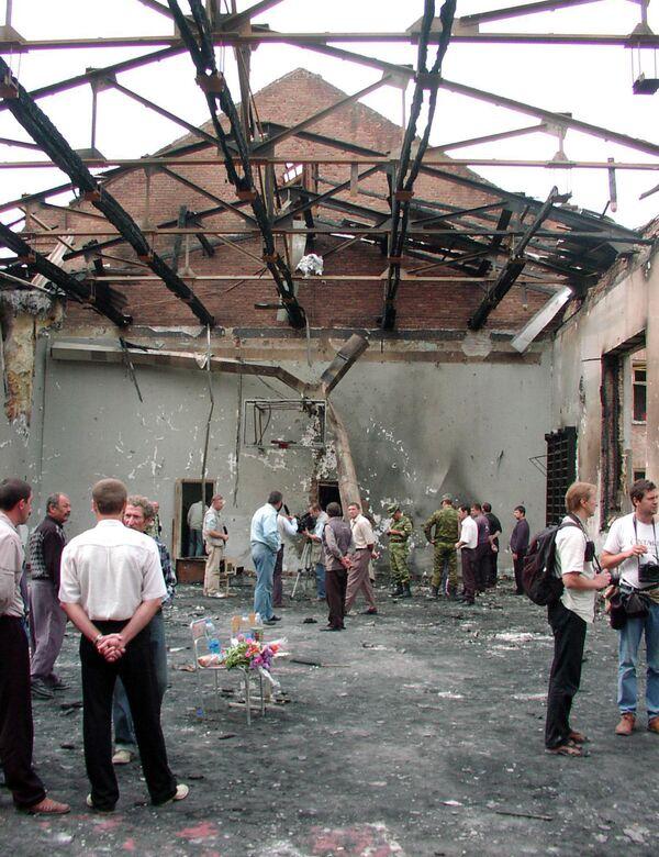 Alcuni giorni più tardi, il terrorista ceceno Shamil Basaev, responsabile di numerosi attentati in Russia e in Cecenia, rivendicò l'attentato. - Sputnik Italia