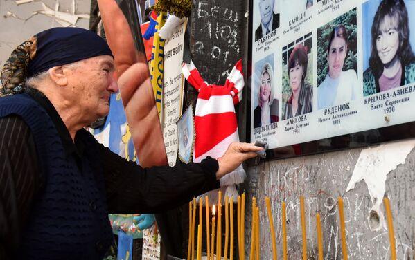 """Nel cimitero dove sono sepolte le vittime è stato costruito un memoriale chiamato """"Albero del dolore"""". - Sputnik Italia"""