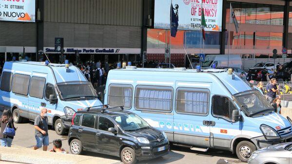 Polizia alla Stazione Porta Garibaldi, Milano - Sputnik Italia